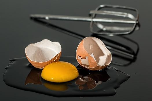 egg-eggshell-broken-yolk-medium
